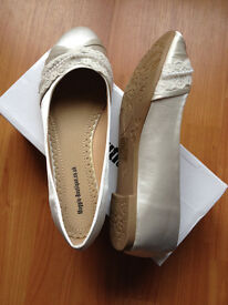 Brand New Lace & Pearl Ivory Flats