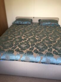 Super king size duvet cover and two pillowcases