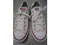CONVERSE ALL STAR CLASSIC WHITE OXFORD LO-RIDE TRAINERS WHITE SIZE 7 AS NEW,COST £45 SELL FOR £10