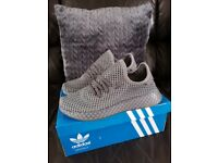 Boys Adidas Deerupt trainers size 5