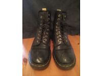 Original Dr. Martens. Good condition. Size UK 8. Unisex. Black.