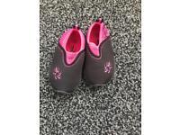 Toddler girls rock shoes