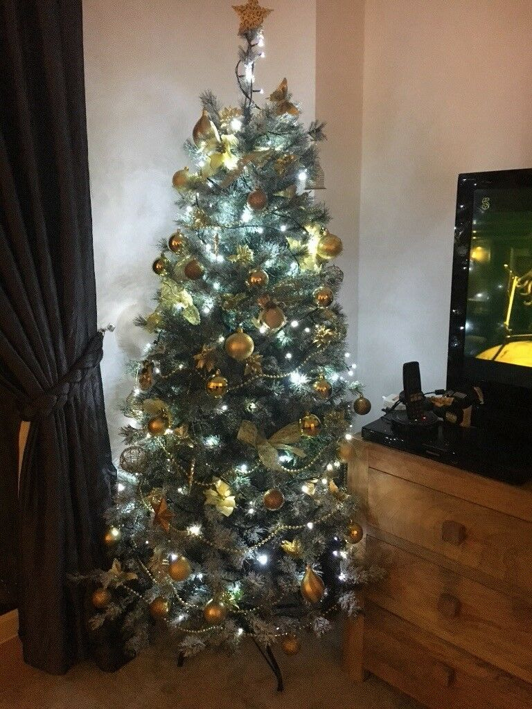 Balsam Hill Lovely Artificial Christmas Tree With 2 Sets Of Lights In