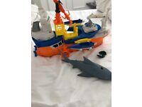 Mattel k9946 Matchbox mega rig shark ship