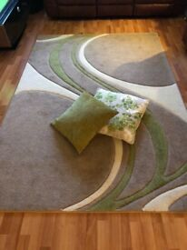 Dulemn rug and free cushions