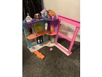 Littlest pet shop set includes pets & accesories