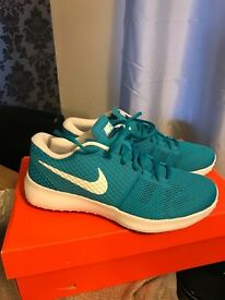 New Nike trainers size 8