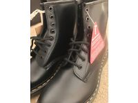 Dr Martens Classic Black leather Boots - size 7