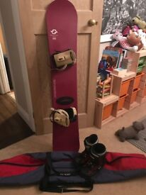 ROSSIGNOL 156cm SNOWBOARD, BOOTS, BINDINGS & BAG