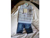 BNWT 0-3 mth size Boys 4 piece outfit with polar bear design. Be a fabulous present