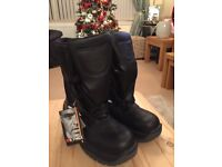 Metal toe, winter boots size 9 (BRAND NEW ) with tags