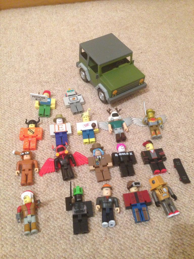 Roblox minifigures x 17 plus jeep | in Chelmsford, Essex | Gumtree