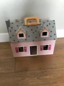 Melissa & Doug dolls house with 2 dolls