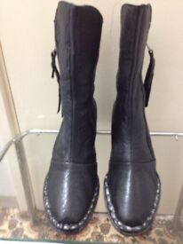 New woman's really leather Boots(inside is leather as well) in very good condition