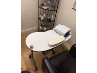 WHITE PORTABLE NAIL BAR WITH STOOL