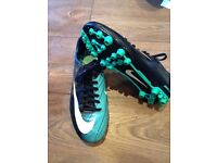 Nike adult size 7 football boots