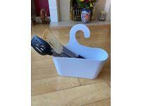 Set of 7 kitchen utensils in a holder