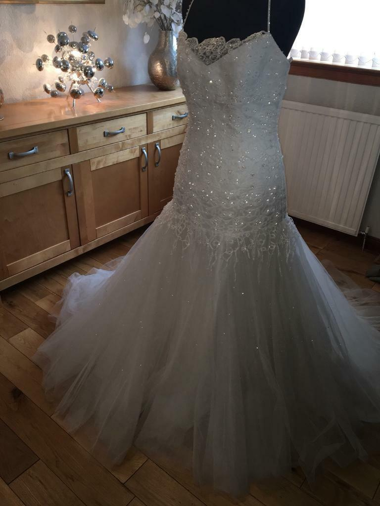 79a07beee9f41 Charlotte Balbier wedding dress with labels new size 12-14 REDUCED £200