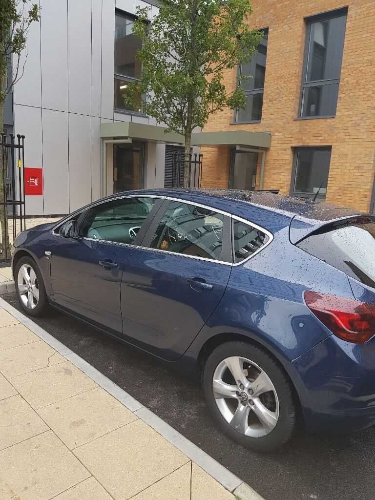 VAUXHALL ASTRA 2011-LADY OWNER