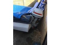 17 ft speed boat and trailer comes with engine