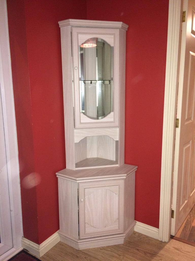 Wooden dresser unit and matching corner unit