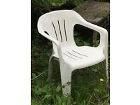 Free 5 white plastic chairs just need a bit wash