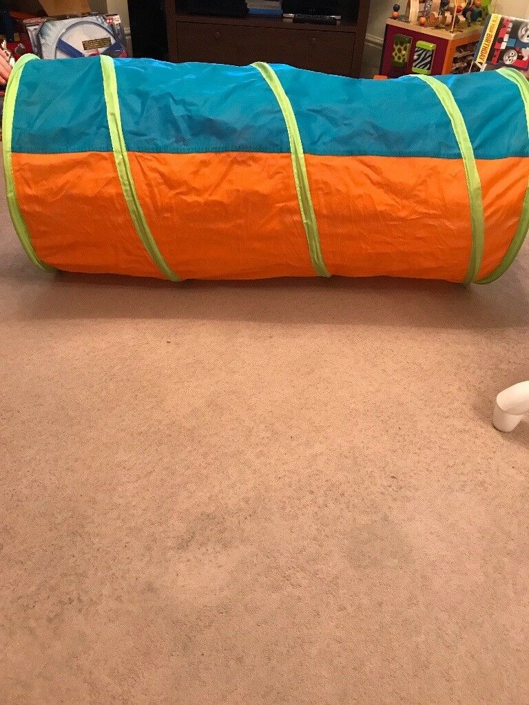Early learning fold up play tunnel