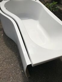 """As new""""P shape"""" bath,front p panel,2 curved shower screens"""