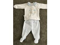 Baby grows for a boy 0-1 month from smoke free home.