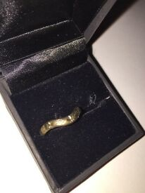 9ct gold wishbone ring size L.