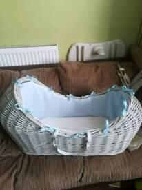 Clare de lune wicker crib with rocking stand