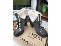 Ladies size 6 lace up fur lined boots, only worn a few times very good condition