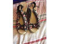 Ladies flowery sandals
