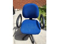 Blue office swivel chair, with adjustable height and arm rests, in good condition