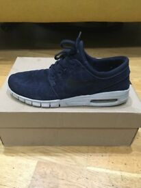 Men's size 9 Nike trainers.. in excellent condion