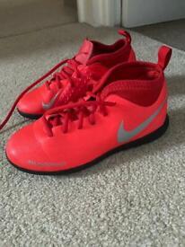 Nike Astro turf size 1