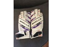 Sells goalie gloves