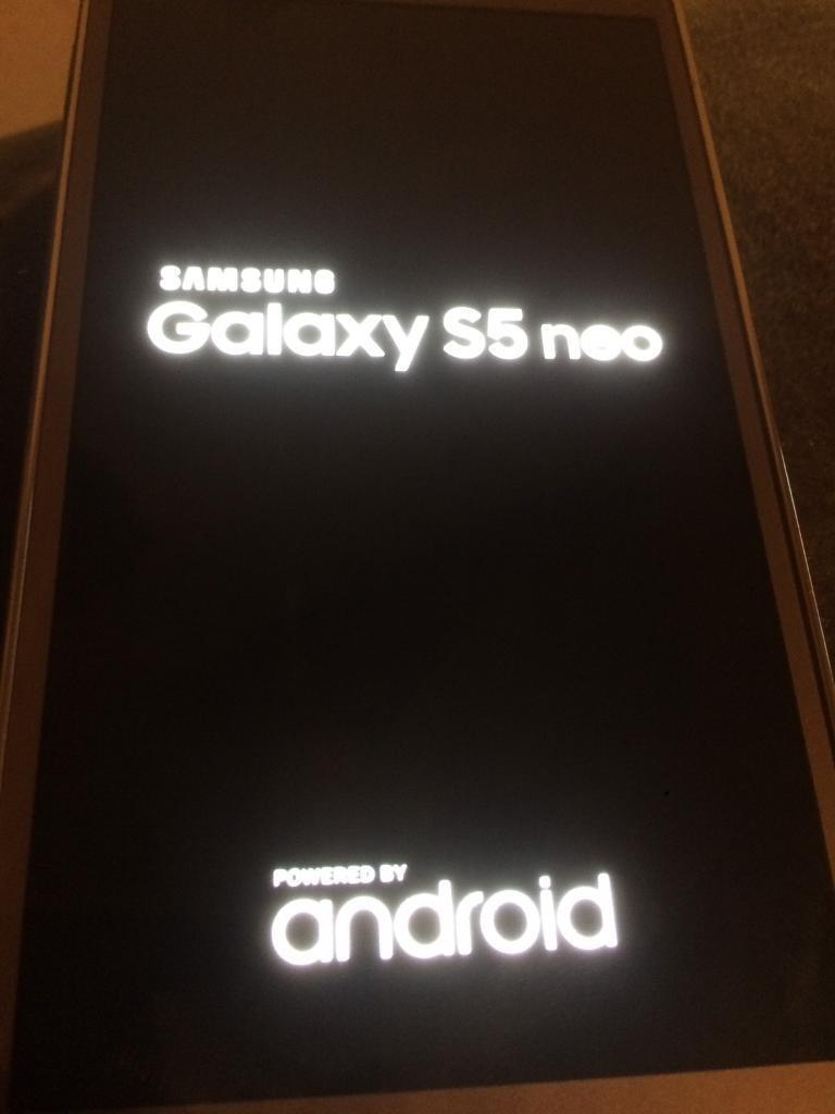 Galaxy s5 neo gold unlockedin Plaistow, LondonGumtree - Galaxy s5 neo gold unlocked used in mint condition with charger and earphone
