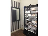 Small Beauty/Make-up Room for Rent