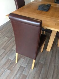 Solid Oak extendable dining table, like new