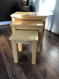 Nest of 3 Solid Wood tables - Natutal