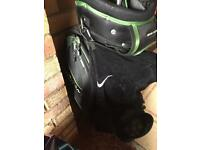 Golf trolley bag with putter slot
