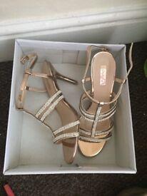 Women's shoes/heals size 4