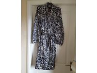 Gorgeous slip with matching night gown/robe in a black and white leopard print design - New Size 12
