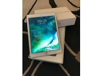 iPad Air 2 White/Gold WiFi 16GB in perfect condition