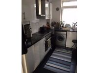 3 bedroom apartment, 2 floors, private parking, dss welcome, water inc.