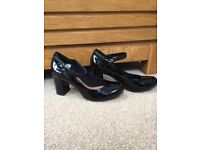 Clarks Women's brand New Black Patent Leather Shoes Size 2