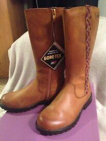 Clark's girls gortex boots. 11.5F