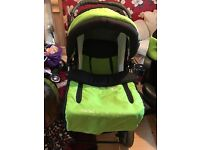 Travel system, comes with carry cot , car seat, changing bag. Is suitable 0-4 yr vgc