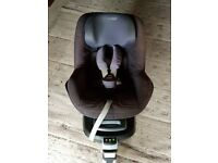 Isofix family base with maxi pearl car seat